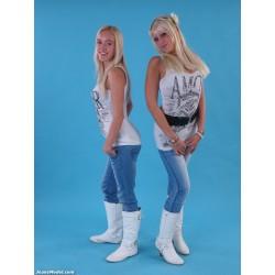 JM003 Esmee + Paula